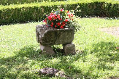 Blomsterurne av stein
