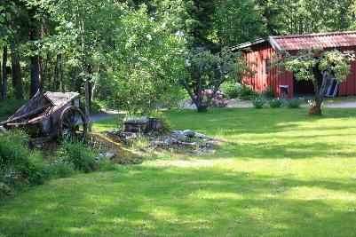 I hagen til Mona og Geir