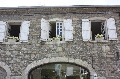 Vakre vinduer med skodder